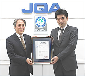 ISO 39001認証取得の株式会社マジオネットに登録証を授与 | ニュース ...